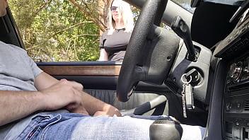 На порно пробах женщина наряжалась в разную белье и соблазняла агента на трах