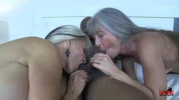 Уже в годах девчушка заполучила сильнейший, реальный женский струйный сквирт оргазм, на сеансе массажа