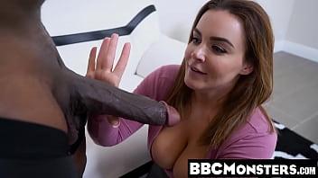 Девка расстаётся с мужчиной и через некоторое время трахается с чёрным жеребцом