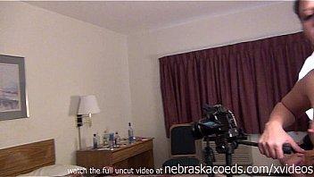 Развратник записывает на камеру переодевающуюся в примерочной шлюху