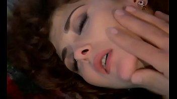 Хахали сбрасывают проститутку ради кайфового двойного проникновения в ее вульвы