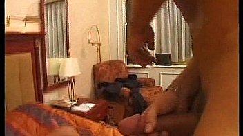 Лысый преподаватель в роговых очках пердолит студентку на столе в пизденку