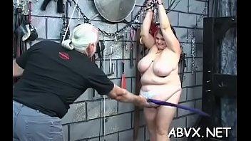 Голенькая деваха тестирует перед вебкой две следуюущие секс игрушки