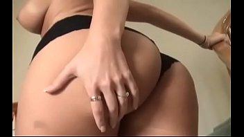 Жесткий отсос и страстный секс в позе раком в спальне