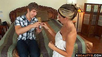 Негр поступил в гости к замужней соседке